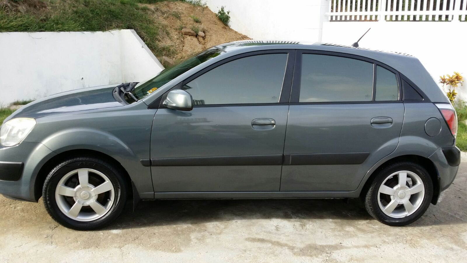 2006 kia rio autolist st lucia cars suvs boats bikes trucks buses pickups for sale and rent. Black Bedroom Furniture Sets. Home Design Ideas